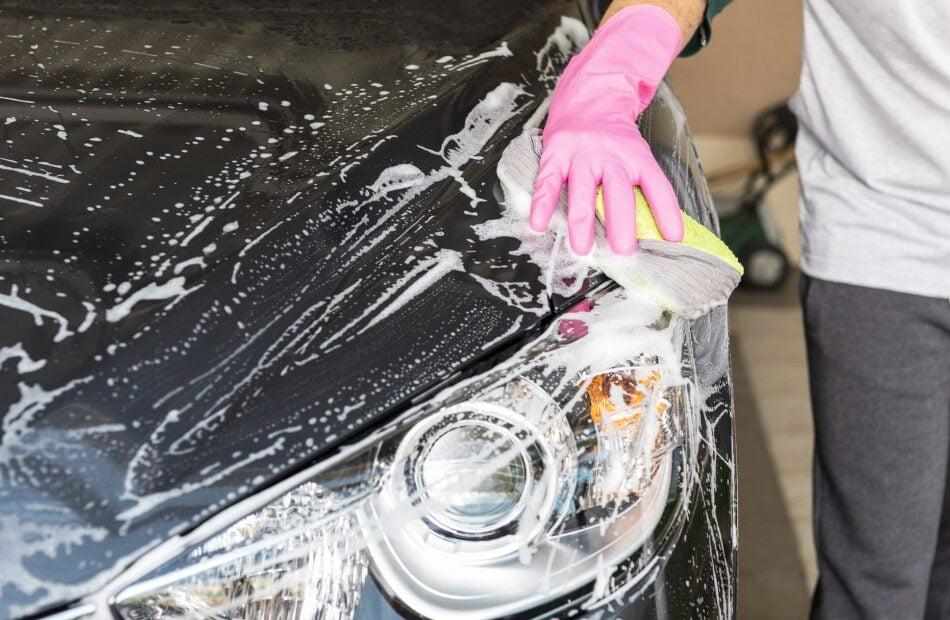 Pielęgnacja samochodu itapicerki – jak właściwie myć auto iprać tapicerkę samochodową?