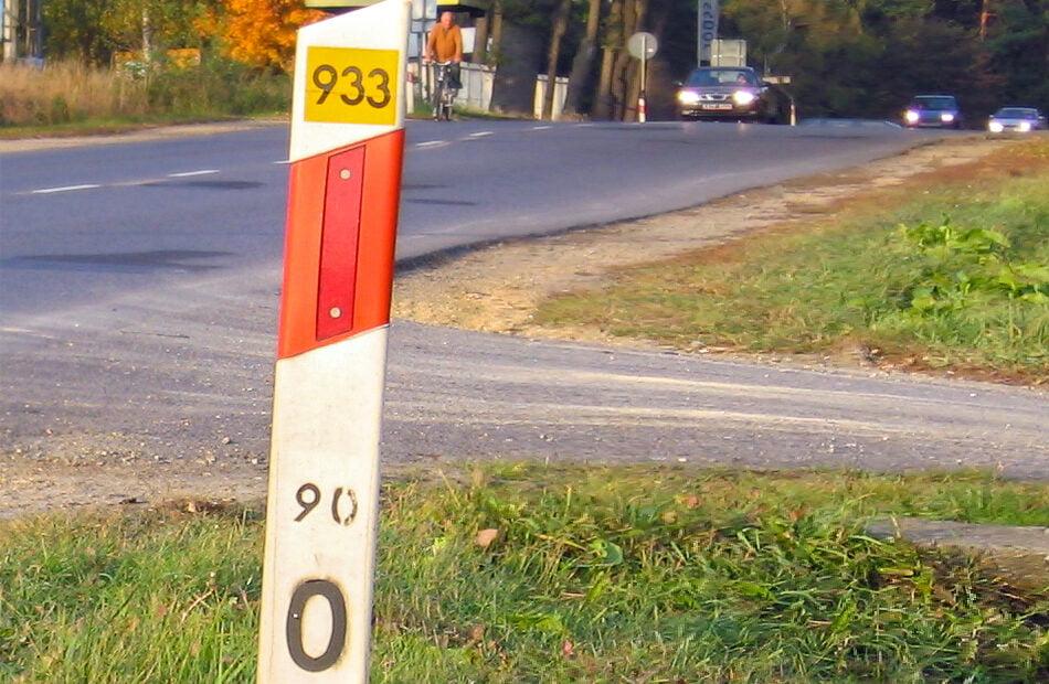 Słupki drogowe – jak czytać dane nasłupkach prowadzących?